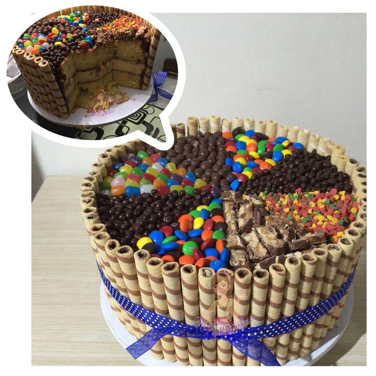 Torta Beso de Angel. 3 leches relleno de flan. Deciración barquillos y dulces