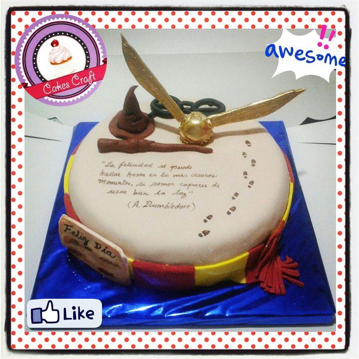 Harry Potter's Cake!/ CID - 557 #tortatematica #barranquilla #cakestagram #uniautonoma #uniatlantico #uninorte #unilibre #unimetro  #hbd #cumpleaños #CakescraftKeados #cakeboss #cupcakewar #cakescraftbq #airsoft #halamadrid #jamesrodriguez10 #collagecostacaribe #enchufetv #harrypotter #canalcaracol #howarts #harrypottercake #griffindor #somospacifico #snitchdorada #varitadesauco #diadelpadre #voldemort #vamoscolombia