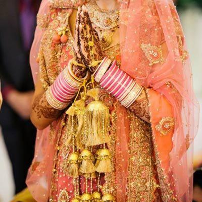 Simple gold shells with golden hanging threads. Image- Pinterest via India Wedding - bollywoodshaadis.com