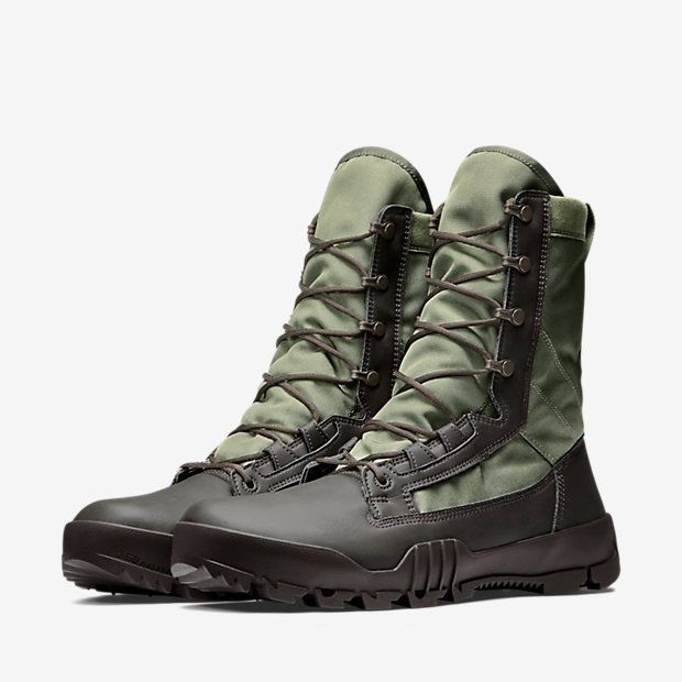 NIKE SFB JUNGLE Boots. Designed for comfort and durabilty in wet conditions, the Nike SFB Jungle Men's Boot features breathable canvas and water-drainage ports in the midsole. The outsole is equipped with an aggressive traction pattern and internal Kevlar layer for multi-surface grip and puncture protection. | eBay!
