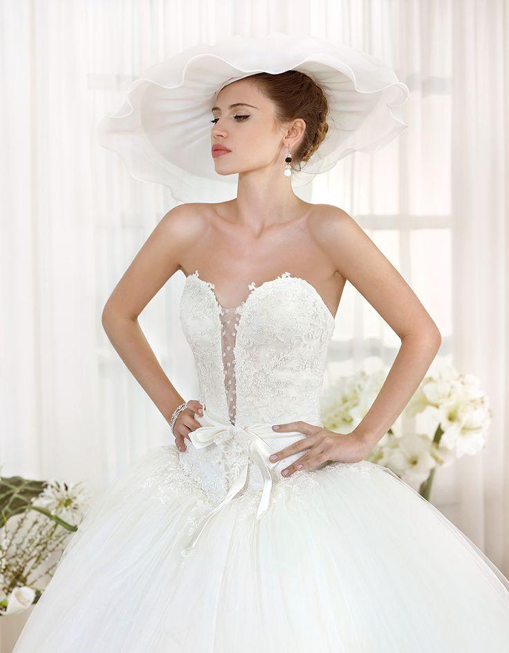 Abito da sposa Delsa, linea Maria Cristina 2016 F2230/1 Tulle e pizzo ricamato Colore: Bianco Seta  #delsa #delsa2016 #mariacristina #tulle #pizzoricamato #biancoseta #weddingdresses #bridaldresses