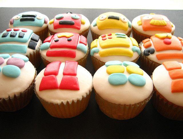 ROBOT cupcakes! by hello naomi, via Flickr