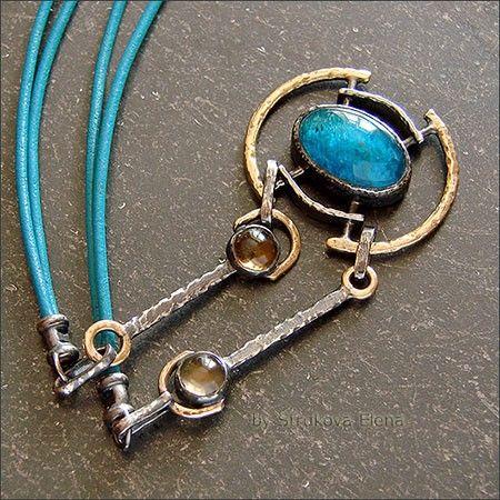 Небольшое ожерелье на кожаном шнуре с апатитом и цитрином.
