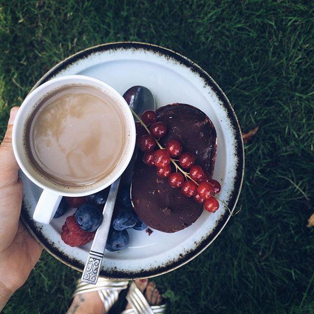 Bre⛵️k • Hjemme i Århus, havegodter, solskin og stadig en uges ferie 🙏☀️☕️ #sommeridanmark#staycation#coffeebreak#ishverdag#isbåd