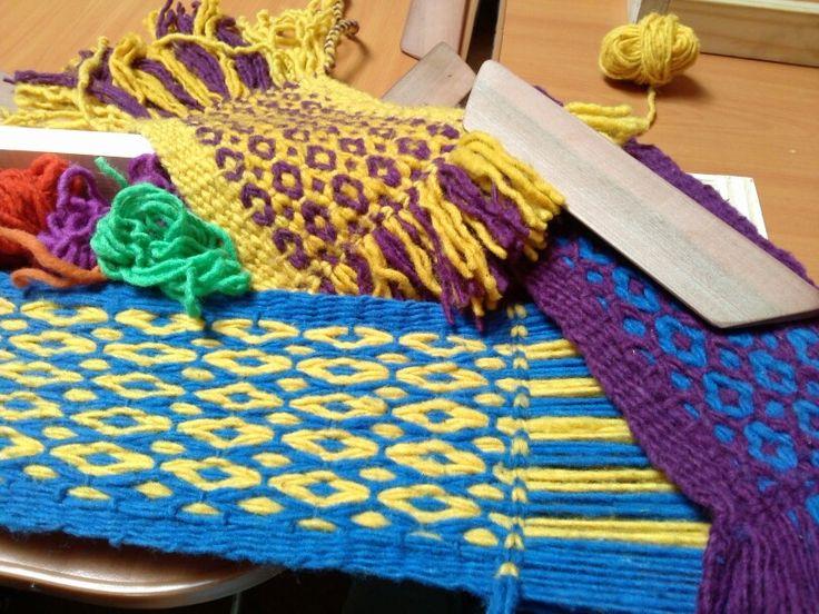 ojo de guanaco: Mapuche Witral, Telar Weaving Crochet, En Telares, Colors, Crochet Lanitas, Manualidades Pauli, De Guanaco, Chile Textiles, Eye