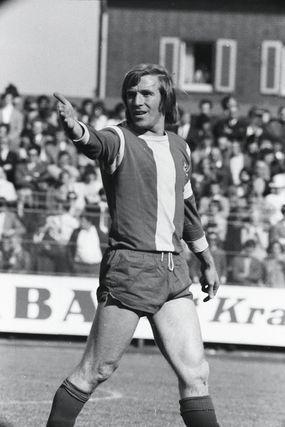 Gab auf dem Platz den Ton an: Regisseur Günter Netzer. Wechselte sich im Pokalfinale 1972/73 selbst ein und erzielte den Siegtreffer.