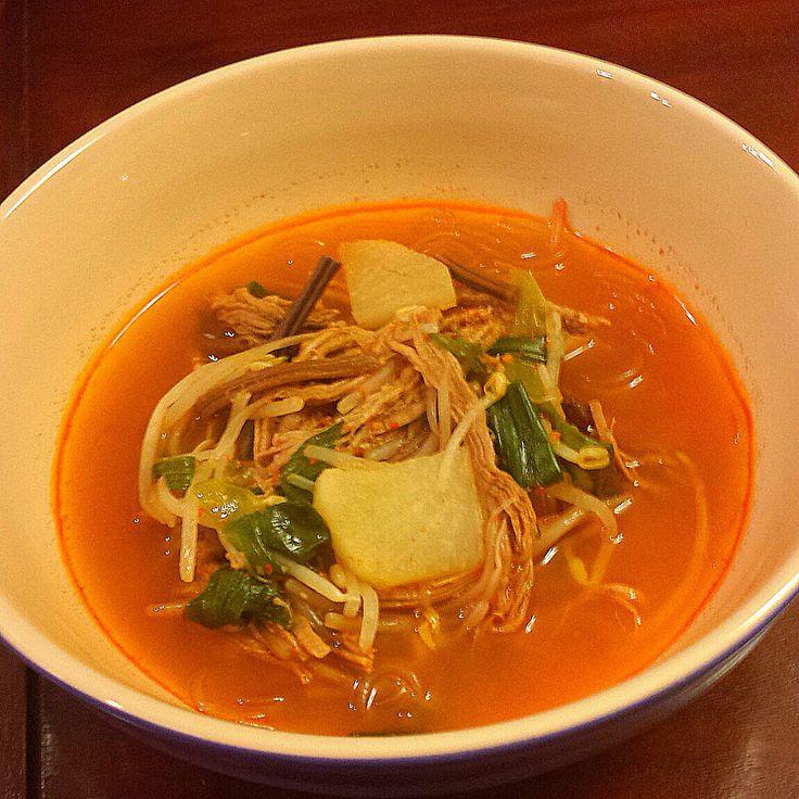 육개장 (Korean spicy beef soup)