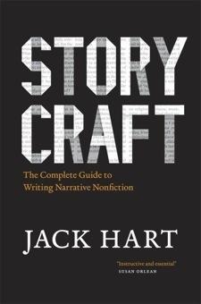 논픽션 글쓰기   280 페이지, 9.2 x 6.4 x 1 inches   다수의 풀리쳐상 수상 저널리스트의 글을 편집해서 출간했던 오레건주의 잡지 Oregonian 의 편집장이었던 잭 하트는 어떻게 살아있는 글을 쓸 수 있는지 가르쳐 준다.   논픽션 글쓰기 프로세스, 다양한 팁과 사례를 담고 있으며, 작가들의 개성있는 스타일, 장르, 미디어에 적응하는 글쓰기 사례등도 함께 제공한다.   차례:  1. 스토리   2. 구성  3. 관점  4. 목소리와 스타일  5. 인물  6. 장면  7. 액션  8. 대화  9. 주제  10. 리포팅  11.스토리 네러티브   12. 설명을 위한 네러티브   13.  그 외 네러티브   14. 윤리