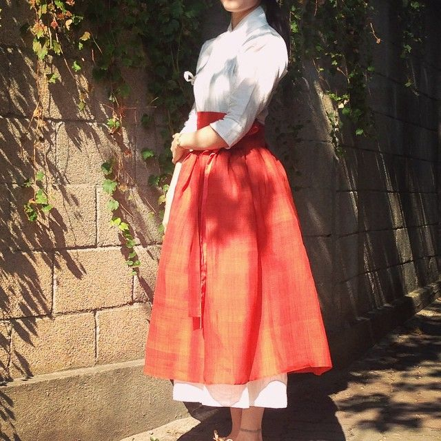 한복 Hanbok : Korean traditional clothes[dress] #modernhanbok  Modern daytime hanbok.