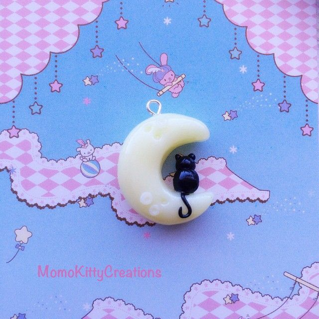 Kitty on the moon charm-- BRILLO EN OSCURIDAD