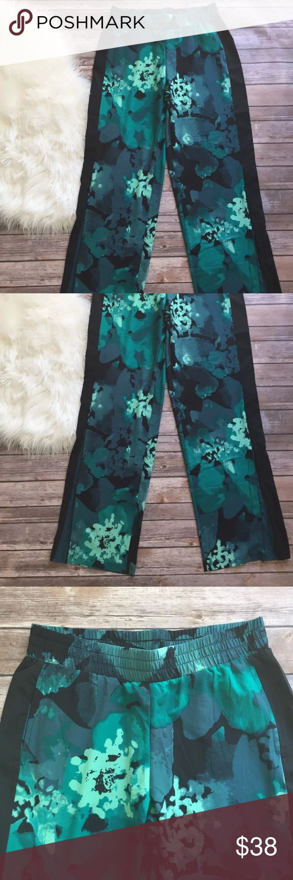 🆕 Fabletics Tropical Floral Fitness Pants S Like new! Super breathable material. Very light. Bottom flares can be zipped closed or opened. Inseam measures 34 inches. Fabletics Pants Track Pants & Joggers