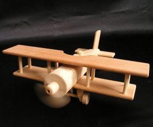 Dřevěné letadlo dvouplošník k vánocům pro kluky.