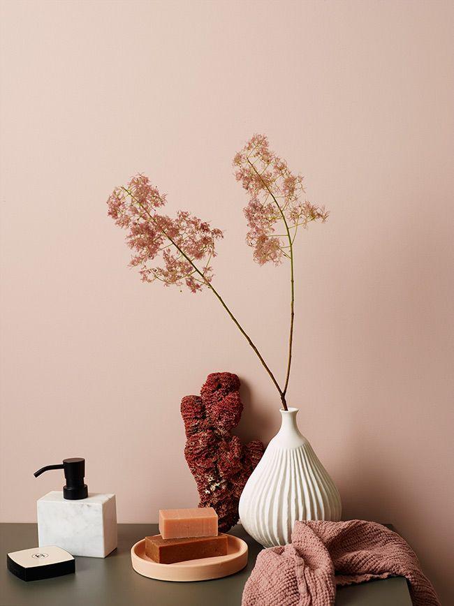 Väljer du en rosa nyans får badrummet en läcker, feminin prägel. JOTUN LADY Aqua. Färger från Jotun Lady hittar du hos Colorama Helsingborg/Berga & Ängelholm. #färg#jotun #jotunlady #renovering#colorama#coloramaangelholm#coloramahelsingborg