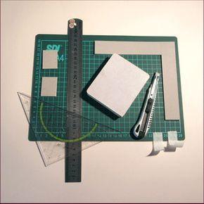 No siempre se tiene una guillotina o cizalla a mano. Para pequeños proyectos podemos aplicar esta técnica, y así lograr que nuestros trabajos se luzcan más.