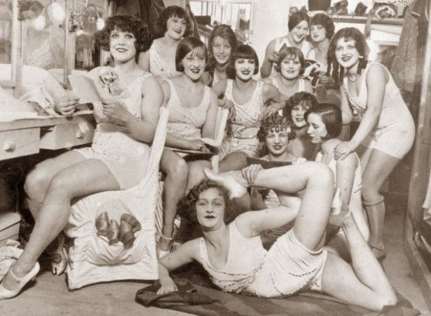 1913-1924 Inside a dressing room at the Moulin Rouge