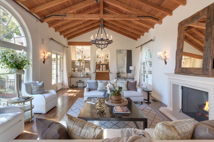 """<a href=""""http://www.architecturaldigest.com/gallery/tyra-banks-los-angeles-home"""">Tyra Banks Lists Dreamy Beverly Hills Home for $7.75 Million</a>"""