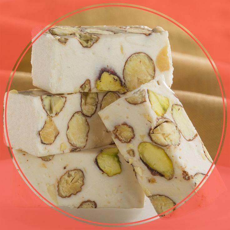 Typique des pays du bassin méditerranéen, le nougat aux amandes est la gourmandise la plus tendre pour accompagner vos thés et moments douceurs.