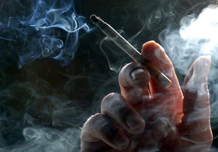 Wer schon einmal aktiv geraucht hat, kennt das Problem. Die Lunge fühlt sich schwer an, oft sogar prägt der Tag einen mit Kurzatmigkeit oder sogar mit schweren Atembeschwerden und der Arzt kann einem auch nicht wirklich helfen. Aber wann erholt sich die Lunge oder kann sich die Lunge gar nicht mehr wirklich erholen oder wann ist die Erholung abgeschlossen? Wir geben Ihnen mit der Entgiftungskur ein Werkzeug in die Hand, mit dem Sie Ihre Lunge nachweisbar entgiften und reinigen können.