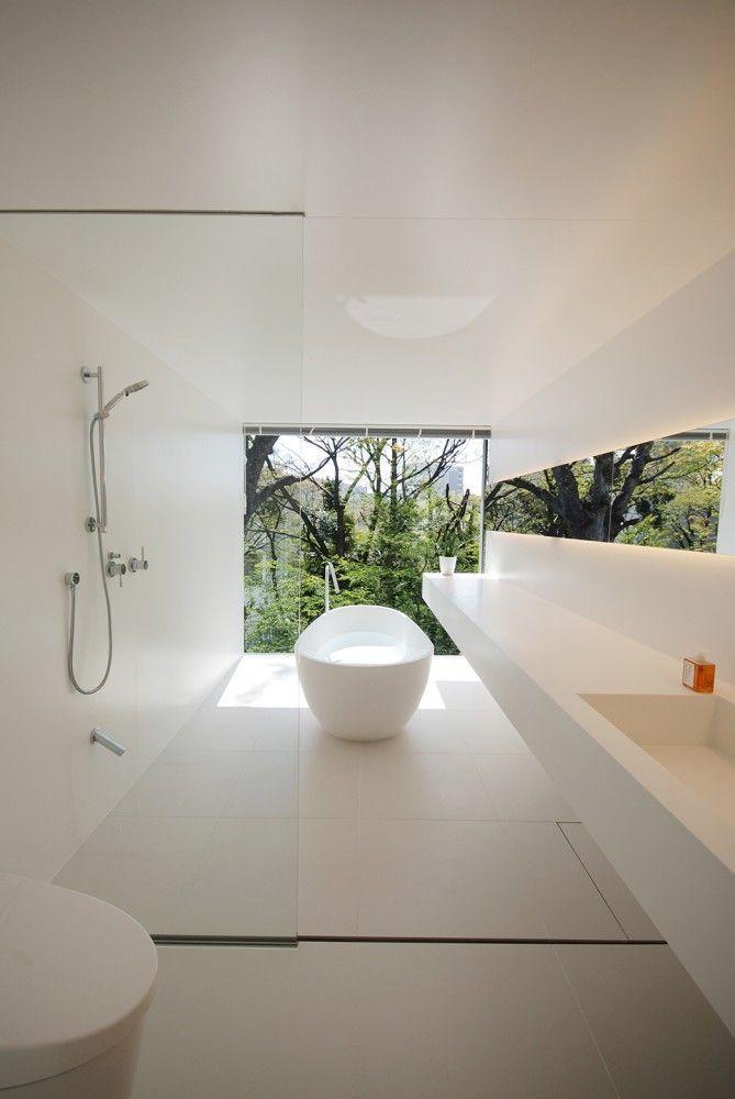 Agatha O | Beautiful crisp white bathroom #interior
