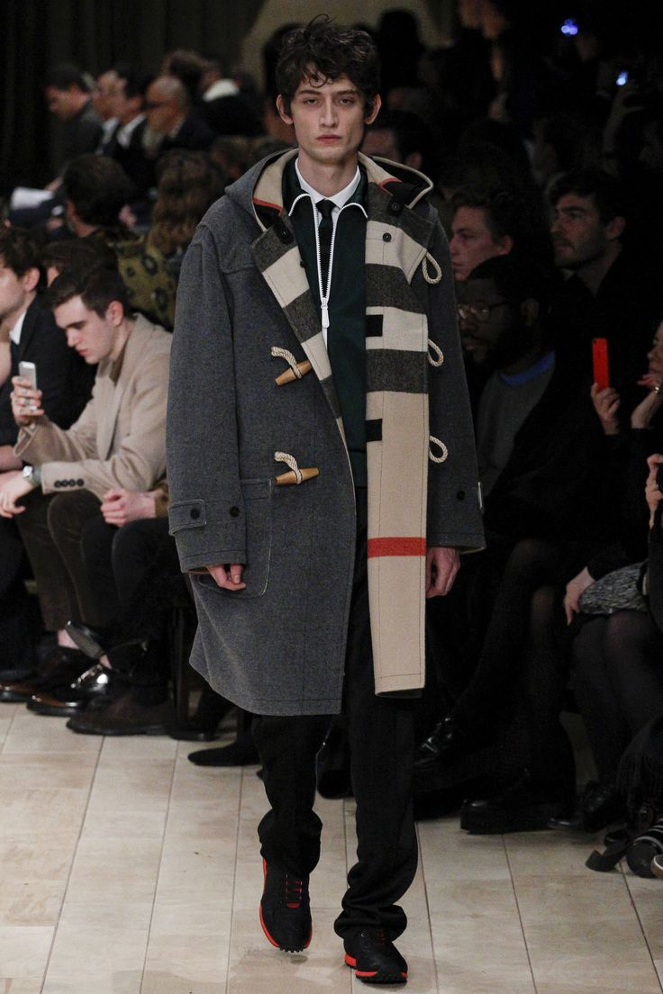 See the complete Burberry Fall 2016 Menswear collection.