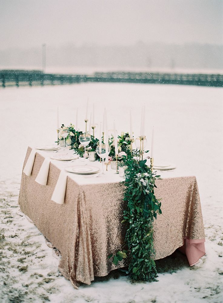 These Magical Winter Wedding Tablescapes would be perfect for your destination wedding in South Lake Tahoe! Let the beauty of Lake Tahoe in the winter bring your dream wedding to life. #winterwedding #destinationwedding www.tahoeweddingsites.com