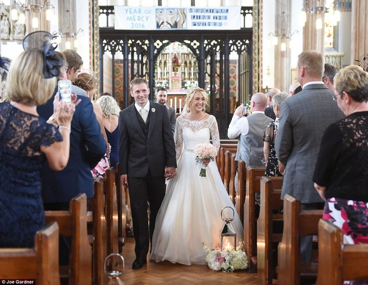 Great Britain Olympians Laura Trott and Jason Kenny were married on 24th September 2016.  LOVE the lanterns along the aisle of the church!!!!!