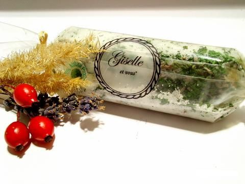 Nettle and Lavender Bath cream / Active Ingredients: nettle, lavender, sea salt, traditional salts, essential oils (jojoba, almonds, walnuts, sunflower) / 100% natural organic product / Giselle et Vous.