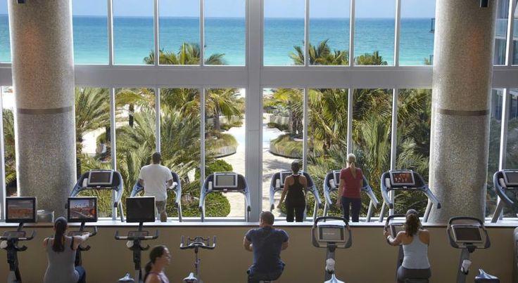 Hotel Carillon Miami Beach, FL - Booking.com