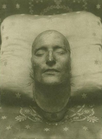 Death mask of Napoleon, 1821. Charismatic, even as a Death Mask.