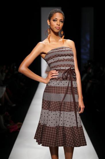 http://marulaimports.danemcoweb.com/gallery/photo/95/  Designer:  Bongiwe Walaza
