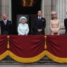 LONDEN - De Britse koninklijke familie heeft het afgelopen jaar een kwart minder publieke optredens gehad dan in 2012. Volgens The Telegraph is dit het gevolg van de zwangerschap van de hertogin van Cambridge, het ziekenhuisverblijf van prins Philip en de missie van prins Harry in Afghanistan.