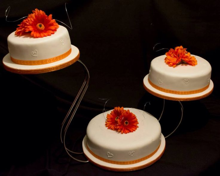 Simple but elegant orange gerbera and heart cake