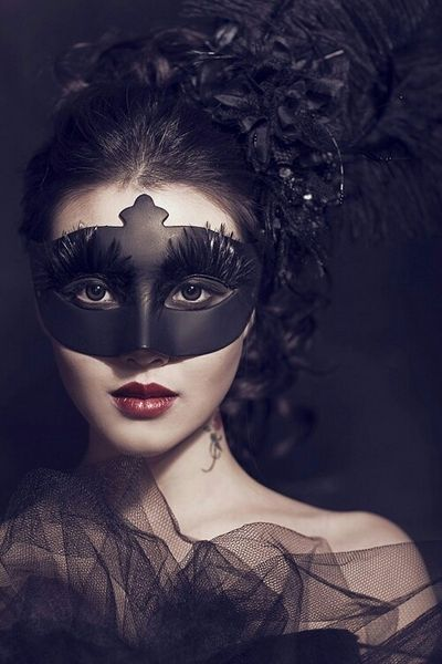 Childrens and Small Masks Venetian masquerade masks for women with small faces. As well as a wide selection of men and women's Venetian Masks, at Just Posh Masks we also cater for children or those individuals who require a smaller fitting masquerade mask.