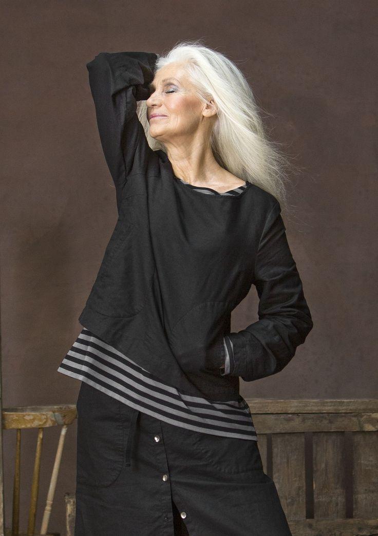 Une blouse facile à porter avec manches particulièrement amples et poches…