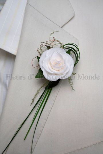 boutonniere, white flower with bear grass - simple. beautiful.  And I think I can make these out of silk flowers.