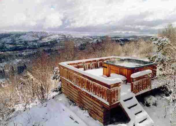 1000 images about winter hot tubbing hot tub in snow ice cold on pinterest hot tub deck. Black Bedroom Furniture Sets. Home Design Ideas