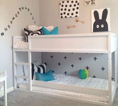 25 best ideas about montessori bed on pinterest toddler floor bed toddler rooms and toddler. Black Bedroom Furniture Sets. Home Design Ideas