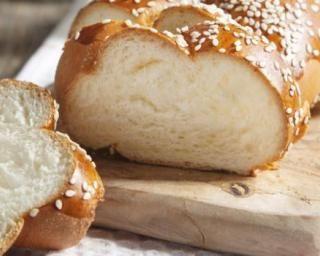 Brioche légère au fromage blanc 0% : http://www.fourchette-et-bikini.fr/recettes/recettes-minceur/brioche-legere-au-fromage-blanc-0.html-0