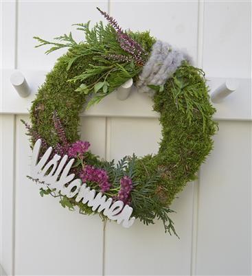 Höst och vinterkrans med lila toner.