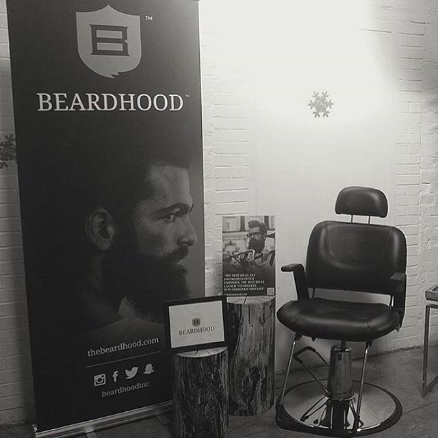 "31 mentions J'aime, 1 commentaires - Detonate Group Inc (@detonategroup) sur Instagram : ""Keeping it classy with the setup @beardhoodinc #rollupbanner #torontoprint #graphicdesign #menstyle…"""