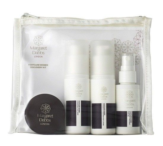 Margaret Dabbs: Discovery Kit (50ml lotion, 50ml soak, 30ml oil, 30ml mousse) - The Margaret Dabbs Footcare Disovery Kit comes in a clear plastic gross-grained trimmed gift or travel pouch. This simple stylish set contains a 50ml version of the Intensive Hydrating Foot Lotion and Hydrating Foot Soak, a 30ml Intensive Treatment Foot Oil and 30ml Exfoliating Foot Mousse. All products are housed in bottles and jars replicating that of the main range product sizes. These are perfectly sized to…