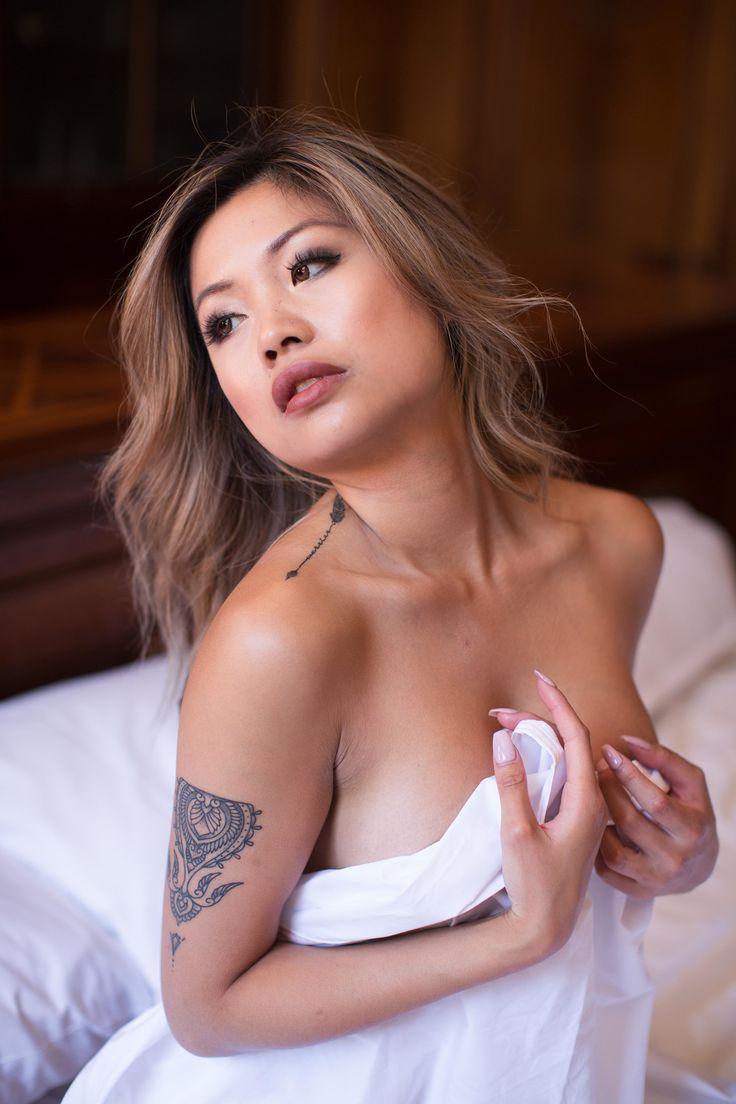 Boudoir Shoot - hotel room boudoir inspiration