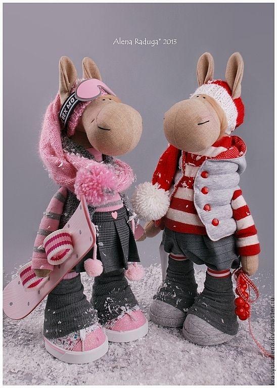"""Купить СИМВОЛ 2014 ГОДА """"ЛОШАДЬ СНОУБОРДИСТКА"""" - розовый, серо-розовый, серый, зима, Снег"""