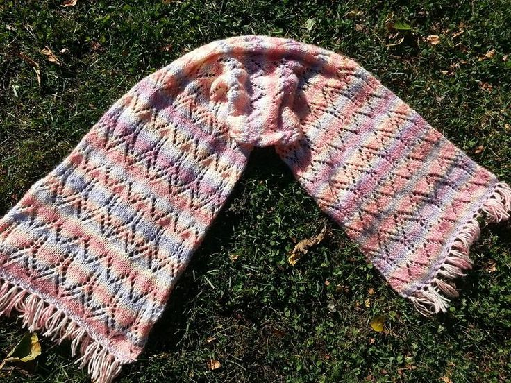 Yarn: Shachenmeyr Winter Ombre. Size: about 35 x 150 cm. Own design.