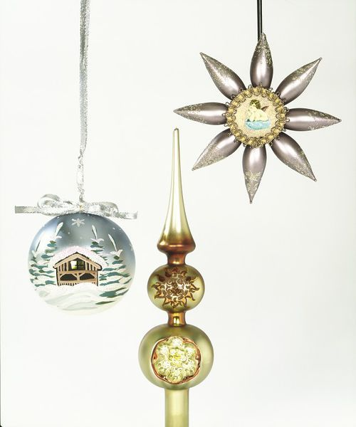 Baubles manufactured by Krebsglas, 1993 © Victoria and Albert Museum, London