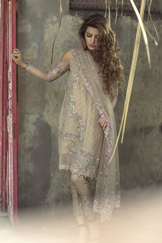 Rozina Munib presents 'Kaamdani'-An exquisite un-stitched collection of embroidered chiffon this Eid. The line features pastel hues adorned with gorgeous intricate embroidery, these out…