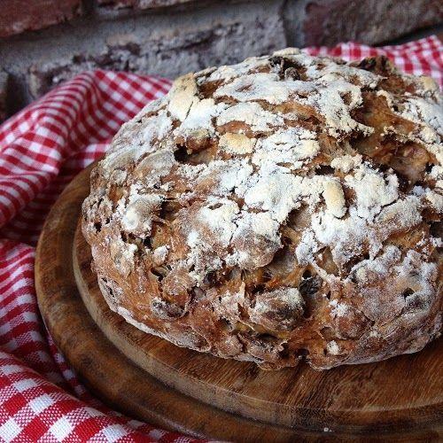 Spätestens seit der Bread Baking Day von mir gehostet wurde, weiß wohl jeder von Euch, daß ich eine Schwäche für Nußbrote habe, denn ich habe Euch damals ein Vollkornbrot mit Nüssen & Früchten gebacke