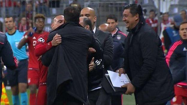 Diego Simeone se descontroló y arremetió contra la gente del Bayern Munich. May 03, 2016.