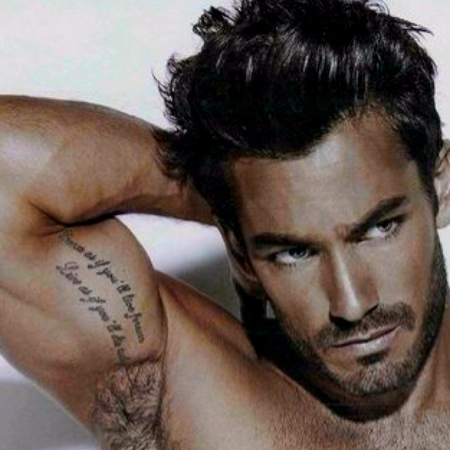 eyes have it.Beards, Hot Stuff, Sexy Batman Tattoo, Sexiest Men, Taste Tattoo, Sexy Men, Eye Candies, Aaron Diaz, Biceps