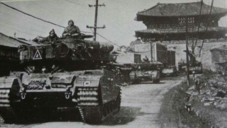 Британские средний танк Сenturion Mk.3 из состава эскадрона А (Альфа), 8-го Его Величества Короля Королевского Ирландского Гусарского полка. Корейская война 1950-53 года.